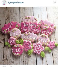 How awesome are these cookies made by @tgsugarshoppe using our flower with leaves cookie cutter? Stunning, right?!