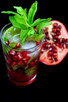 Pomegranate Mojito ~ Pom juice is good for you! Therefore making this mojito extra good for you ~ lol Refreshing Drinks, Fun Drinks, Yummy Drinks, Healthy Drinks, Yummy Food, Beverages, Holiday Cocktails, Cocktail Drinks, Cocktail Recipes
