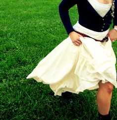 Kitty Cats and Airplanes: diy upcycled tablecloth into a twirly, ruffle, gypsy easy circle skirt