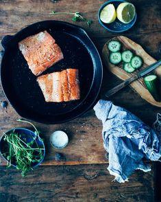 Sandwich printanier au saumon à l'aïoli au citron et à l'aneth