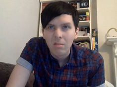 wtf this doesnt even look like phil ive never seen a disgusted face. who is uuuuuuuuuuuuuu??/ * RARE PICTURE *