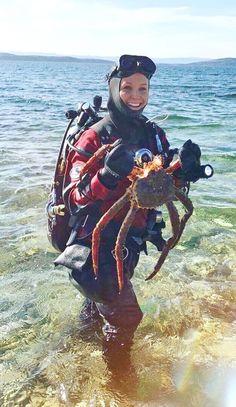 Scuba Wetsuit, Diving Wetsuits, Women's Diving, Scuba Girl, Snorkeling, Art Reference, Underwater, Hoods, Surfing