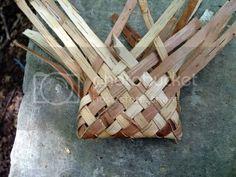 Birch Bark Crafts, Wood Crafts, Tree Bark Crafts, Birch Bark Baskets, Hawaiian Crafts, Twig Furniture, Making Baskets, Diy Rangement, Weaving Art