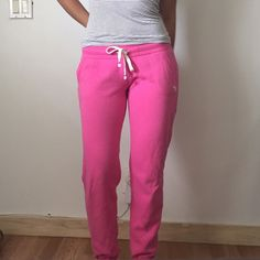 Abercrombie & Fitch Sweatpants Pink A&F original sweatpants. Front pockets, tie to close/tighten.💐 Abercrombie & Fitch Pants