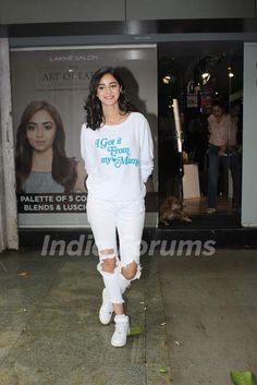 Ananya Panday was spotted around the town Bollywood Girls, Bollywood Celebrities, Bollywood Fashion, Trendy Outfits For Teens, Celebrity Casual Outfits, Girls Fashion Clothes, Teen Fashion Outfits, Beautiful Bollywood Actress, Beautiful Indian Actress