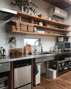 かもめさんはInstagramを利用しています:「2018.8.23𓅰 旦那は出勤。子達はまだ布団。私は「半分青い。」をリアルタイムで見ようかな。と。 岐阜犬🐶笑 𓐄𓐄𓐄𓐄𓐄𓐄𓐄𓐄𓐄𓐄𓐄𓐄𓐄𓐄𓐄𓐄𓐄𓐄𓐄𓐄𓐄𓐄𓐄𓐄𓐄𓐄𓐄𓐄𓐄𓐄𓐄𓐄𓐄𓐄𓐄𓐄𓐄𓐄𓐄𓐄𓐄𓐄𓐄 #eba住 #朝のキッチン#暮らし #キッチン#オープン収納」 Communal Kitchen, Loft Kitchen, New Kitchen, Kitchen Storage, Kitchen Dining, Cafe Interior, Kitchen Interior, Beautiful Kitchens, Cool Kitchens