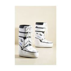 Moon Boots Statement Cut From the Same Hoth Boot (115 CAD) ❤ liked on Polyvore featuring shoes, boots, ankle booties, boot - bootie, flat boot, white, flat booties, bootie boots, white boots and white short boots