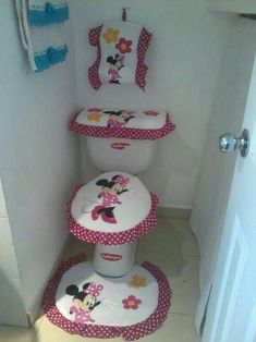 Pretty and Cute Minnie Mouse Bathroom Sets Ideas Bathroom Crafts, Bathroom Sets, Bathrooms, Minnie Mouse, Sewing Crafts, Sewing Projects, Sewing Patterns, Crochet Patterns, Wooden Animals
