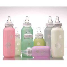 Biberon en verre, donc sans bisphénol A et totalement sain pour bébé.  Un étui de protection en silicone (100%) permet une meilleur prise en main du biberon en verre : il ne glisse pas.