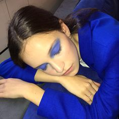 MONDAY BLUES: @AMELIAFOSTER__ IN THE EYESHADOW 127