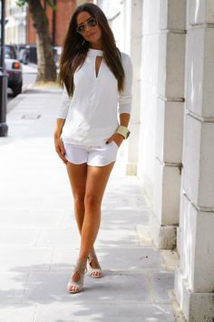 White is classic, always in trend and looks very chic! So why not rock this color this summer? Create a stylish all-white outfit in the style you like and Summer Shorts Outfits, Fall Outfits, Casual Outfits, Casual Shorts, Outfit Summer, Dress Summer, Summer Clothes, Casual Wear, All White Outfit