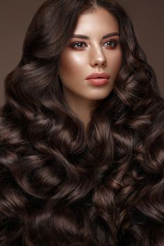 Beautiful brunette model: curls, classic makeup and full lips. The beauty face. Long Wavy Hair, Big Hair, Beautiful Long Hair, Gorgeous Hair, Indian Hair Cuts, Medium Hair Styles, Long Hair Styles, Brunette Models, Fluffy Hair