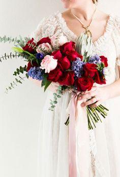 Mistura de cores e flores para compor um bouquet.