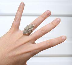 Bague tissée en perles Miyuki Delicas de couleur chrome : Bague par camoucheka