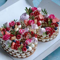 ТОРТ на ЗАКАЗ, Москва ЮАОさんはInstagramを利用しています:「Любимый всеми формат торта ❤️ Циферка 6️⃣5️⃣ Вес такого тортика ~1,9 кг ————————————— #торт #тортик #тортназаказ #тортназаказмосква…」 Biscuit Cake, Engagement Cakes, Number Cakes, Cake & Co, Mini Foods, Buttercream Cake, Sweet Cakes, How Sweet Eats, Shower Cakes