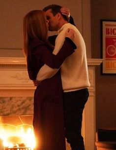 Serie Suits, Suits Tv Series, Series Movies, Suits Show, Suits Tv Shows, Harvey And Donna Kiss, Donna Suits, Harvey Specter Quotes, Donna Paulsen