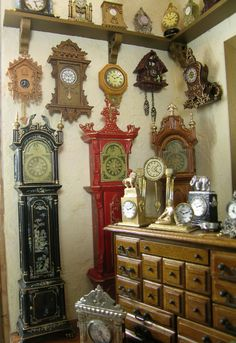 "Cynthia Howe: inside of ""A Moment in Time"" clock shop. (In miniature) Miniature Rooms, Miniature Houses, Miniature Furniture, Dollhouse Furniture, Barbie Furniture, Diy Dollhouse, Dollhouse Miniatures, Miniture Dollhouse, Victorian Dollhouse"