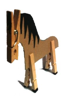 Le cheval en carton et pinces à linge                                                                                                                                                                                 Plus