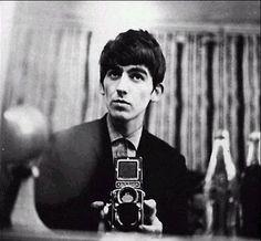 Are your Favorite Beatles Paul McCartney and George Harrison? Just pics. Paul Mccartney, Thin Lizzy, Ringo Starr, Jimi Hendrix, John Lennon, Por Tras Das Cameras, Hippie Man, New Wave, The Fab Four