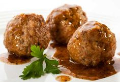 Savory meatballs are a delicious favorite in many kitchens, but keeping them healthy can be a challenge. Thankfully, this deliciously healthy Meatballs with BBQ Sauce recipe will satisfy that craving while staying on-plan! Combine these two delicio Gf Recipes, Diabetic Recipes, Cooking Recipes, Healthy Recipes, Recipe Tips, Free Recipes, Easy Recipes, Meatballs And Gravy, Spicy Meatballs