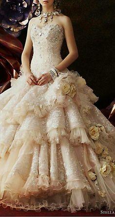 5e4943db1008 Gorgeus wedding gown from Stella de Libero Beautiful Gowns