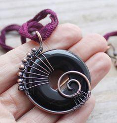 Wire Necklace, Wire Wrapped Necklace, Wire Wrapped Pendant, Wire Bracelets, Necklace Ideas, Beaded Necklaces, Copper Jewelry, Wire Jewelry, Jewelry Art