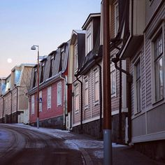 I'm pretty sure only happy people live here #puuvallila #vallila #myhelsinki #visithelsinki #helsinki #visitfinland #ourfinland #finnisharchitecture #sunset_pics #moon #igscandinavia #nordichomes #discoverfinland #thebestoffinland #finnishwinter