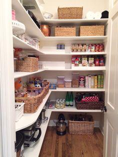 72 Super Smart Pantry Organization Ideas 72 Super Smart Pantry Organization I Kitchen Pantry Design, Kitchen Organization Pantry, Kitchen Store, Interior Design Kitchen, Organized Pantry, Organization Ideas, Kitchen Ideas, Pantry Shelving, Pantry Storage