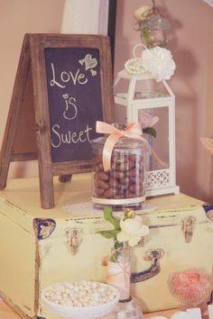 Casamento vintage pra quem quer um relacionamento doce para a vida toda! #Decor #PintouCasamento ... Wedding ideas for brides, grooms, parents & planners ... https://itunes.apple.com/us/app/the-gold-wedding-planner/id498112599?ls=1=8 … plus how to organise an entire wedding ♥ The Gold Wedding Planner iPhone App ♥