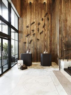 Timber lobby facade at Pier One Hotel, Sydney / Bates Smart Hotel Lobby Design, Modern Hotel Lobby, Reception Desk Design, Lobby Reception, W Hotel, Lobby Interior, Office Interior Design, Interior Modern, Hotel Interiors
