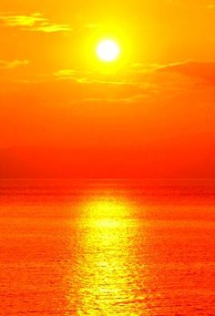 Example of a beautiful sunset like we have of Hwy 1 USA (this pic is from too) that we could put on a Waterproof Canvas in the Kitchen! To complement orange theme. Cool Pictures, Cool Photos, Beautiful Pictures, Orange Aesthetic, Beautiful Sunrise, Beautiful Ocean, Amazing Nature, Sunset Beach, Holiday Travel