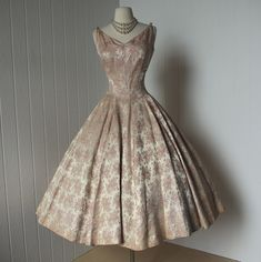 vintage 1950s shelf-bust full skirt pin-up dress