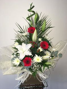 Flowers and Home Tropical Floral Arrangements, Flower Arrangements, Funeral Flowers, Art Floral, Flower Ideas, Floral Designs, Fresh Flowers, Cemetery, How To Memorize Things