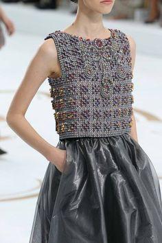 Comentário Fernanda Fuscaldo: cropped de tricô bordado, luxo para ir a qualquer…