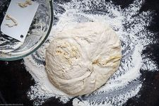 Simple pizza dough without kneading - American dough - easy to cook Whole Wheat Pizza Crust Recipe, Wheat Pizza Dough, Easy Pizza Dough, Square Pizza, Pizza Maker, Dough Recipe, Pizza Recipes, Tray Bakes