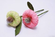 easy to make paper flowers with Candy Center for a Gift Bouquet Diy Wedding Flowers, Diy Flowers, Fabric Flowers, Bouquet Flowers, Gift Bouquet, Candy Bouquet, Chocolate Flowers Bouquet, Fabric Flower Tutorial, How To Make Paper Flowers