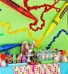 Color y mas color por todos lados ¡Que hermosa y alegre decoración para el cumpleaños de una niña o niño! Si tu hijo o hija es fanático de las artes plásticas, las pinturas, crayolas, colores y pinceles esta sera una muy buena temática para su próximo cumpleaños. Pon manos a la obra Los detalles a …