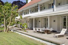 Prachtig huis. Perfecte balans tussen klassiek en eigentijds. Daardoor tijdloos ontwerp. Strak afgewerkt met mooie detailleringen. Warme sfeer.