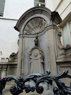 Menneken Pis, this statue has several interesting stories!