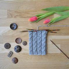 Palmikko oikealle - 52 sukanvartta - Neulovilla Knitting, Knits, Tricot, Breien, Stricken, Weaving, Knit Stitches, Crocheting, Tuto Tricot