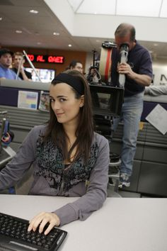 Cote de Pablo, Behind the Scenes Season 5 Ncis Rules, Ncis Gibbs Rules, Best Tv Shows, Best Shows Ever, Favorite Tv Shows, Ncis Season 5, Serie Ncis, Ncis Series, Gibbs Ncis