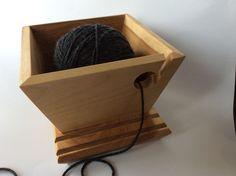 Bols à tricot en bois / Wood yarn bowl