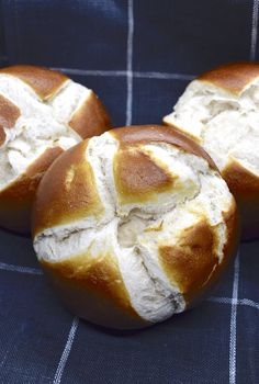 Fluffy Lye Rolls Recipe for the Thermomix The post Laugenbrötchen appeared first on Dessert Park. Trifle Desserts, Pudding Desserts, Lemon Desserts, Fun Desserts, Pretzel Roll Recipe, Pretzel Rolls, Desserts Printemps, Spring Desserts, Peanut Butter Desserts