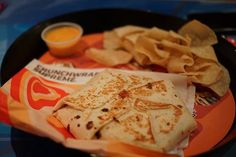 Taco Bell- Crunch Wrap Supreme and Nachos with Cheese. Crunchwrap Supreme, Quick Recipes, Beef Recipes, Healthy Recipes, Stoner Food, Seafood Diet, Foods High In Iron, Best Food Ever, Food Goals