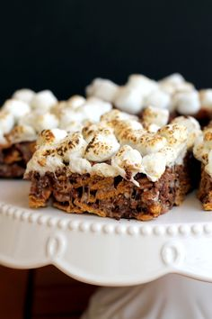 These Chewy S'mores Bars are portable, easy, no-bake bars that are the perfect alternative to gooey s'mores! Made with just 5 ingredients.