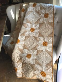 Cotton Daisies Quilt Pattern Laugh yourself into Stitches: Cotton Daisies Meet Beehive<br> Patchwork Quilting, Longarm Quilting, Machine Quilting, Quilting Projects, Quilting Designs, Crazy Quilting, Quilting Templates, Quilting Ideas, Scraps Quilt