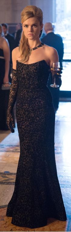 The necklace made its appearance on the April 20 episode with the gown and matching black lace gloves, worn by Barbara Kean (played by actress Erin Richards) at the Wayne charity ball.
