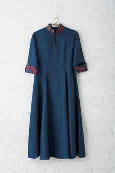 Good Earth - Husn-E-Taairaat:Habutai Silk Dress Printed Kurti Designs, Kurti Neck Designs, Salwar Designs, Blouse Designs, Kurta Patterns, Tunic Sewing Patterns, Hijab Fashion, Fashion Dresses, Muslim Fashion