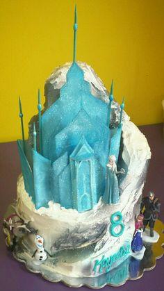 Frozen castle cake Frozen Castle Cake, Frozen Birthday Cake, Frozen Cake, Frozen Party, Birthday Cakes, Cake Stuff, Cake Art, Party Themes, Cake Decorating