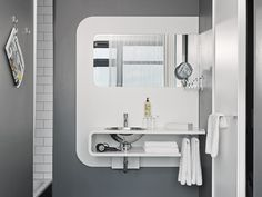 Badezimmer im Hotel Hamburg Number One Number One, Bathroom Lighting, Innovation, Mirror, Furniture, Home Decor, Hamburg, Full Bath, Bathroom Light Fittings